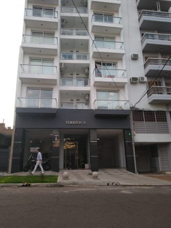 Alquilo local en zona residencial