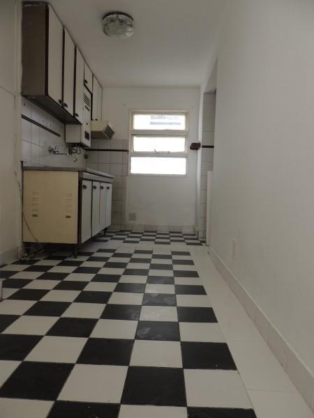 Alquilo departamento centrico de dos dormitorios con cochera